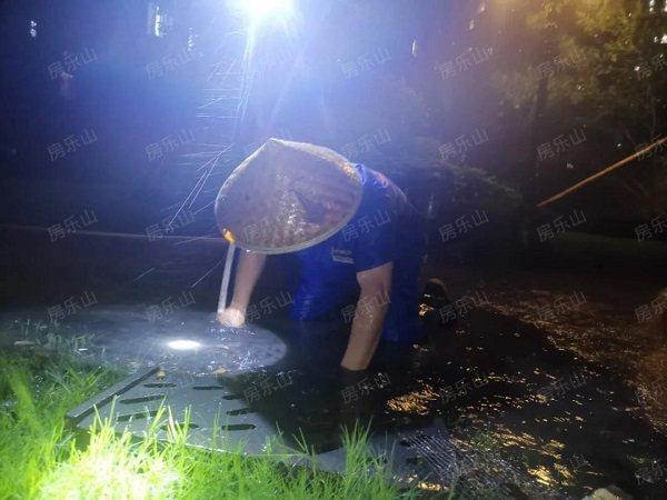 暴雨期间,邦泰物业防汛工作