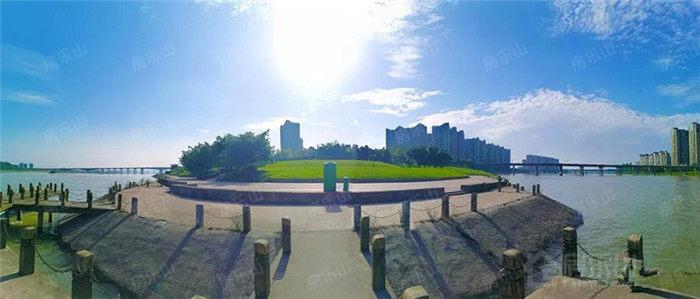 大渡河(左)、青衣江(右)在此交汇